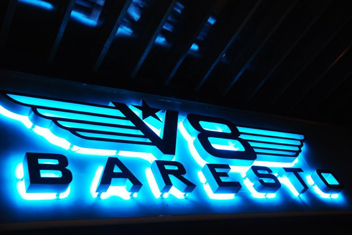 V8 Baresto & KTV Lounge